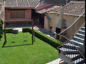 casa-rural-en-bernardos-patio-columpio